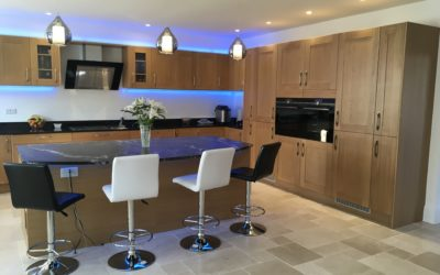 TRADITIONAL OAK SHAKER KITCHEN – OPEN PLAN WITH ISLAND