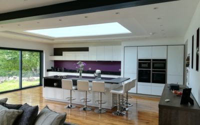 STUNNING MODERN OPEN PLAN KITCHEN IN CRISTAL HIGH GLOSS WHITE