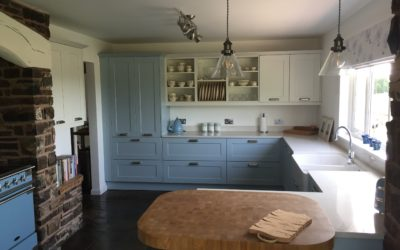 TRADITIONAL PAINTED SHAKER KITCHEN – LIGHT BLUE WITH PROSECCO