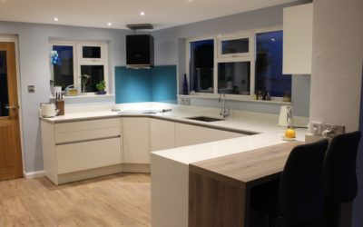 MODERN OPEN PLAN KITCHEN & DINING AREA – WHITE WITH ANTIQUE OAK