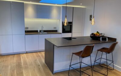 ULTRA MODERN KITCHEN – IN HIGH GLOSS ULTRA WHITE WITH BORA INTEGRATED EXTRACTOR HOB